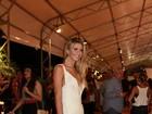 No Fashion Rio, ex-BBB Tatiele usa vestido feito por presidiários