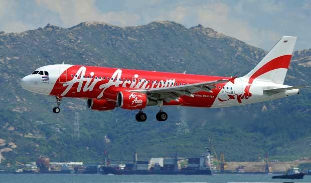 Imagem de de 16 de agosto de 2011 mostra Airbus da AirAsia no Aeroporto Internacional de Hong Kong. (Foto: Arquivo / Laurent Fiévet / AFP Photo)