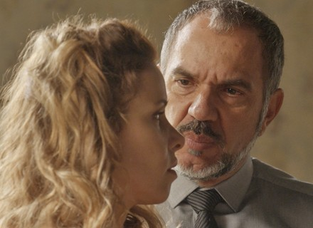 Germano coloca Gilda contra a parede: 'A Eliza é minha filha?'