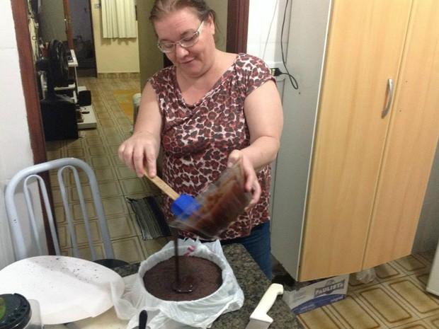 Sônia Machado teve lucro de mais de R$ 6 mil com venda de ovos de Páscoa. (Foto: Arquivo Pessoal)