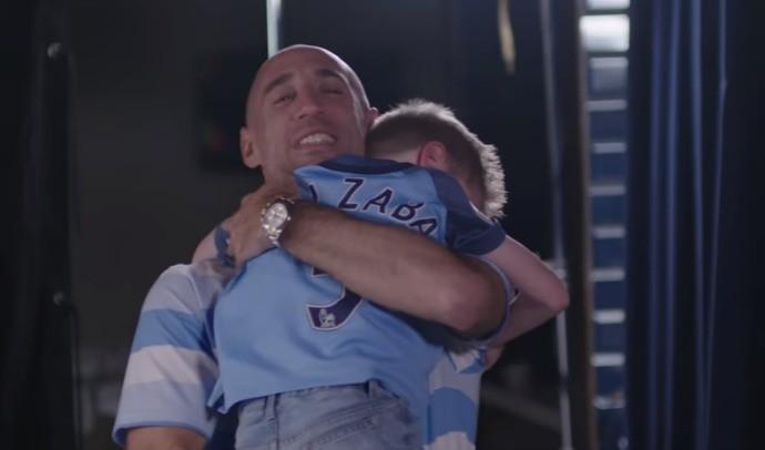 BLOG: Emoção e lágrimas: Zabaleta faz surpresa para fãs do City em sua despedida