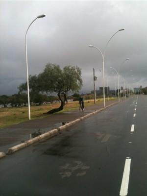Domingo amanheceu chuvoso em Porto Alegre (Foto: Dayanne Rodrigues/RBS TV)