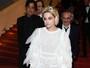 Kristen Stewart usa tênis e maquiagem estranha em Cannes