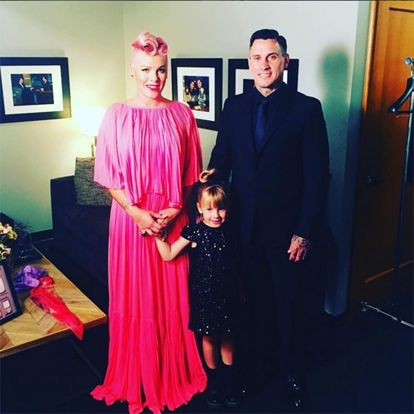 Carey Hart, Pink e a filha Willow (Foto: Instagram)