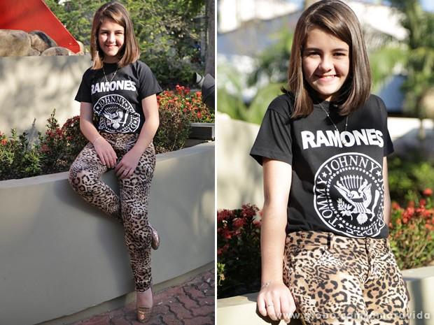 Klara mostra seu estilo pop rock com a blusa dos Ramones (Foto: Amor à Vida/TV Globo)