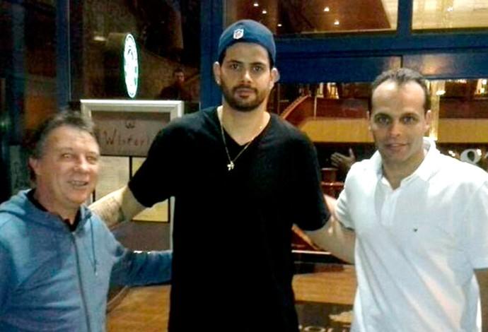 Vítor Faverani com o técnico da seleção Rubén Magnano basquete (Foto: Divulgação / CBB)