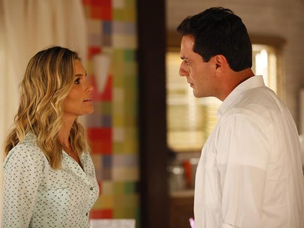 Érica e Théo discutem por causa de Morena (Foto: Salve Jorge/TV Globo)