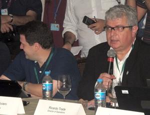 Ricardo Trade, diretor do COL, e comitiva da Fifa (Foto: Marcelo Baltar / Globoesporte.com)