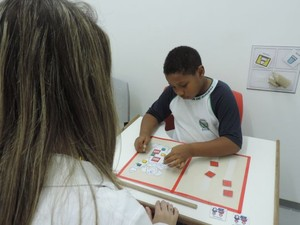 Terapia ajuda no desenvolvimento do autista (Foto: Isabela Ribeiro / G1)