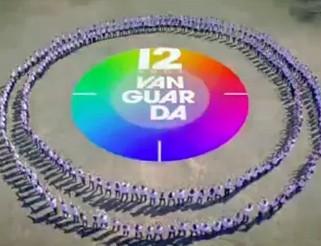 Funcionários da Vanguarda reunidos durante gravação do clipe dos 12 anos (Foto: Reprodução/ Divulgação)
