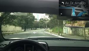 Simulação da visão de um motorista com o Google Glass (Foto: Autoesporte)