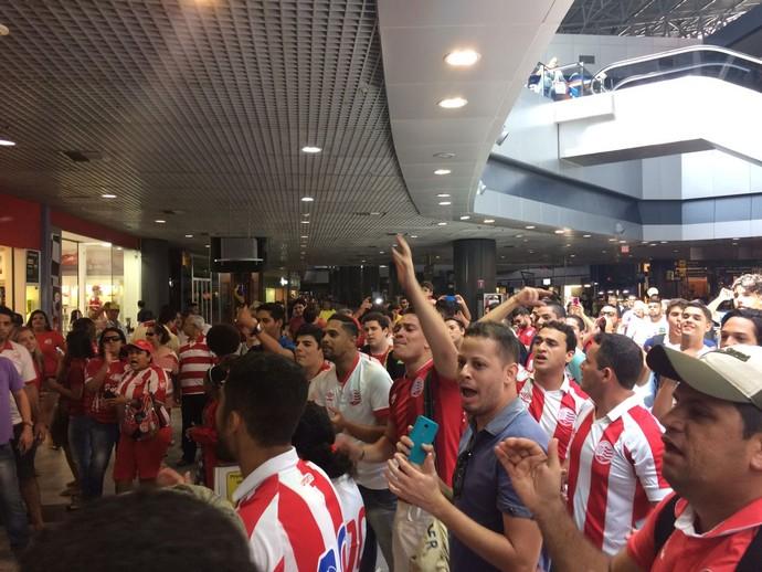 Náutico torcida aeroporto (Foto: Tiago Medeiros)