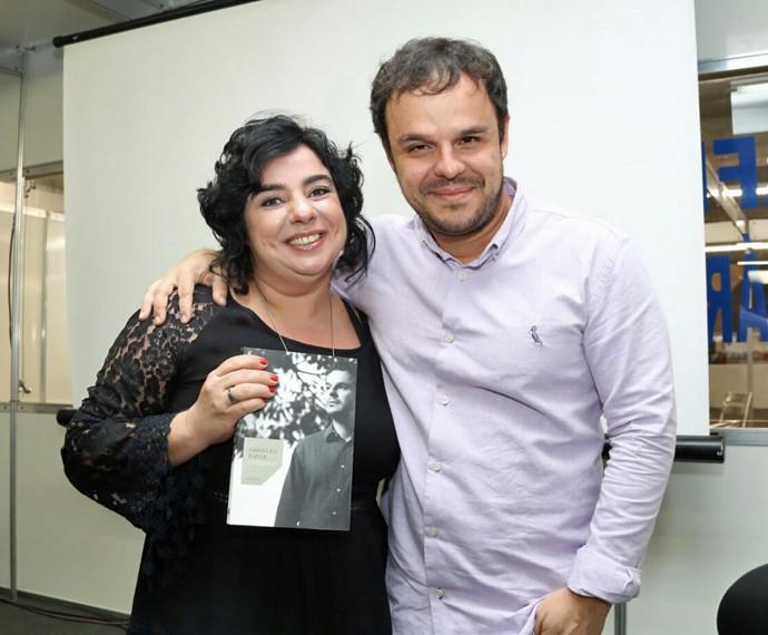 Adrilles faz pré-lançamento de seu livro em Recife ao lado da amiga Mariza (Foto: Arquivo Pessoal)