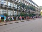 Eleitores enfrentam longas filas no TRE para cadastramento biométrico