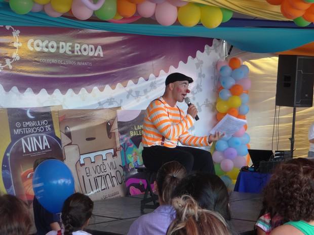 Evento levou contação das histórias dos livros para as crianças (Foto: Micaelle Morais/G1)