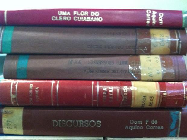 Mais de quatro mil livros regionais integram acervo em biblioteca da capital (Foto: Marcelo Ferraz/G1MT)