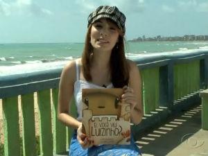 Sara Albuquerque apresenta livro infantil (Foto: Reprodução/ TV Gazeta)