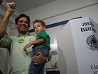 Apesar da derrota no 1º turno, clima é de vitória no comitê de Daniel Coelho