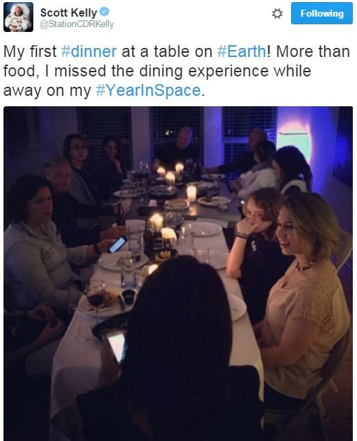 """""""Mais do que a comida, senti saudades da experiência de jantar"""", relata o astronauta (Foto: Reprodução/Twitter)"""