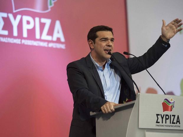 O líder do partido esquerdista radical grego Syriza, Alexis Tsipras, discursa durante comício em Salônica, na terça-feira (20) (Foto: Reuters/Alexandros Avramidis)