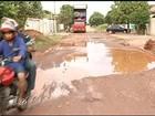 Moradores reclamam de rua que 'vira atoleiro' durante período chuvoso