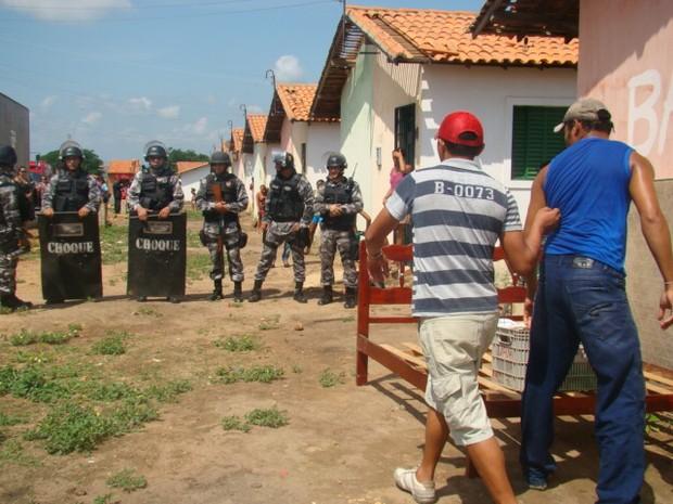 Polícia volta a cumprir ordem de despejo no Jacinta Andrade em Teresina  (Foto: Gilcilene Araújo/G1)