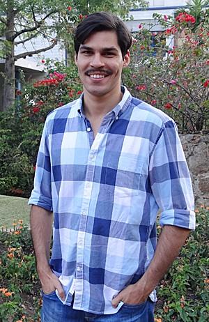 Allan Peregrino faz balanço de estreia em novelas ao lado de Antônio Fagundes (Foto: Gabriela/TV Globo)