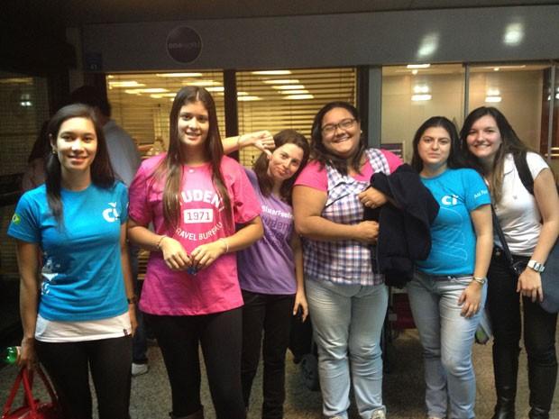 Grupo estava se dirigindo para Nova Iorque em programa de intercâmbio e meninas terão que viajar em voos separados (Foto: Cauê Fabiano/G1)
