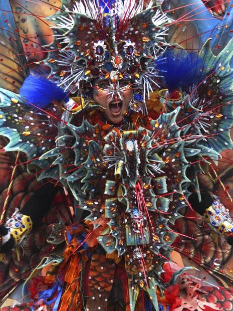 Desfile na Indonésia (Foto: Trisnadi/AP)