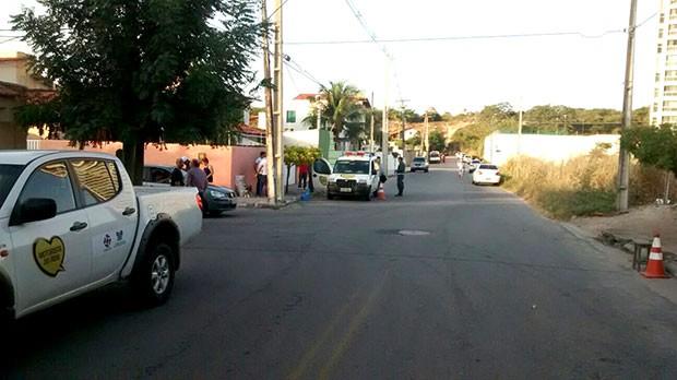 Barreira foi montada nesta madrugada no bairro de Capim Macio, onde a PM e o Detran costumam fazer fiscalizações de trânsito (Foto: Capitão Styvenson Valentim/PM)