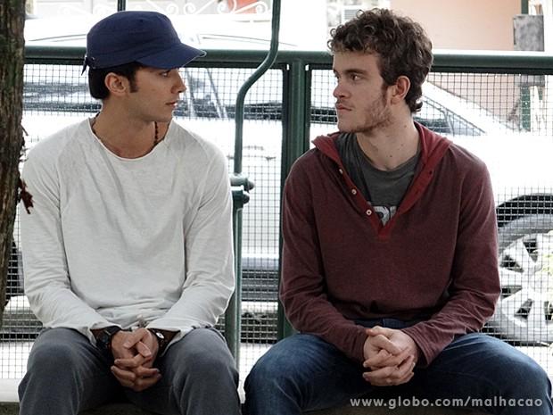 Sidney conta para Ben que sempre foi afim de Sofia (Foto: Malhação / TV Globo)