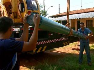Bomba é trocada e fornecimento de água deve voltar ao normal no domingo (Foto: Ely Venancio/EPTV)