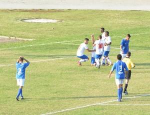 Guarulhos comemora gol empate contra Ecus (Foto: Bruno Rocha)