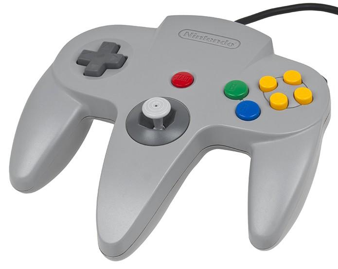 Controle do Nintendo 64 marcou pelo formato diferente (Foto: Reprodução)
