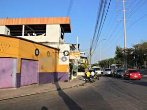 Borracharia fica na Avenida Brasil, na Zona Oeste de Manaus (Foto: Suelen Gonçalves/G1 AM)