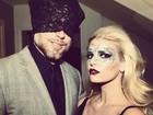 Marido de Jessica Simpson substitui máscara por calcinha na cabeça