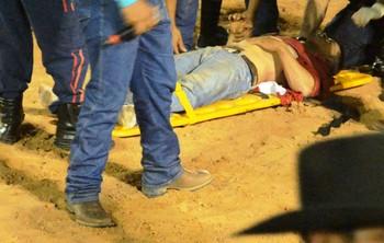 Osman de Oliveira, peão do Acre é atingido por touro em rodeio (Foto: Reprodução/GloboEsporte.com)