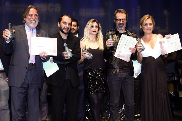 """Equipe da novela """"Avenida Brasil"""" recebe prêmio em Sâo Paulo (Foto: Manuela Scarpa/ Foto Rio News)"""
