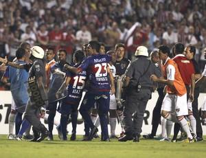 Confusão no jogo, são Paulo e Tigre (Foto: Agência Reuters)