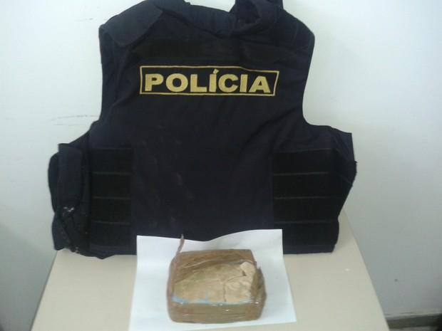 Suspeito teria recebido a droga de pessoas de Alagoas a distribuiria na cidade. (Foto: Divulgação/ Polícia Militar)