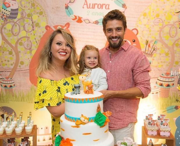 Mariana Bridi e Rafael Cardoso com a filha, Aurora (Foto: Reprodução/Instagram)