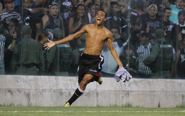 Pingo comemorou bastante gol sobre o ABC (Foto: Divulgação)