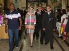 Andressa Urach recebe fãs durante lançamento de livro no Rio
