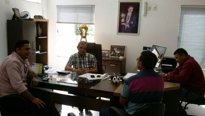 Diretoria do Guajará se reúne com presidente da FFER (Foto: Guajará Esporte Clube/Divulgação)