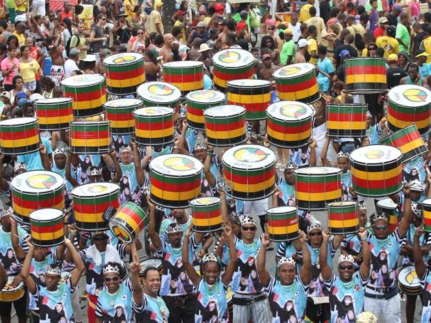 Músicos do Olodum participam do arrastão dos trios em Salvador, nesta Quarta-Feira de Cinzas (Foto: Edgar de Souza/G1)