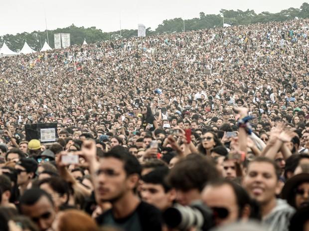 A elevação em frente ao palco Onix ajudou o público dos Kooks (Foto: Marcelo Brandt/G1)