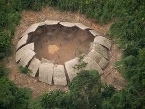 Estima-se que além dos Moxihatëtë, outras duas tribos Yanomami viram isoladas no estado do Amazônas (Foto: Guilherme Gnipper/Hutukara/Divulgação)