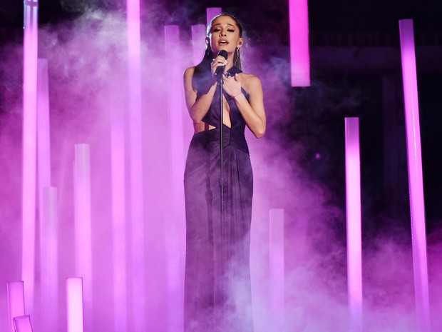 Ariana Grande no palco do Grammy (Foto: John Shearer/AP)