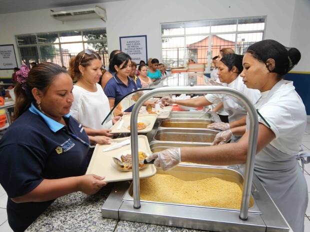 Restaurante popular oferece refeições para população de baixa renda em Manaus (Foto: Manoel Vaz/Semcom)
