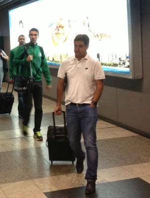 Marquinhos Santos Vanderlei Coritiba desembarque (Foto: Gabriel Hamilko)
